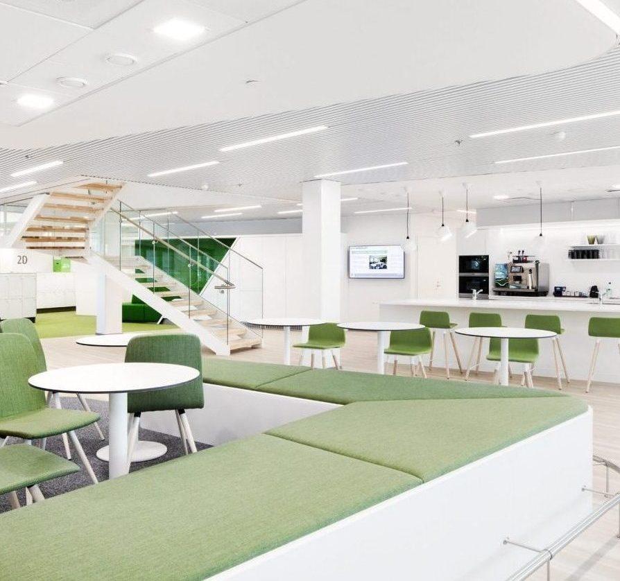 Korkeatasoisten toimistojen ja erikoismyymälöiden kalusteet